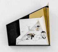 Nina Annabelle Märkl | Idole 2 | Tusche auf gefaltetem Papier, Cutouts, Holz, Spiegelmetall, Plexiglas| 40 x 35 x 10 cm | 2018