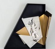 Nina Annabelle Märkl | Idole 3 | Tusche auf gefaltetem Papier, Cutouts, Holz, Spiegelmetall, Plexiglas | 40 x 42 x 15 cm | 2018