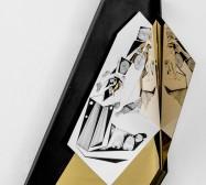 Nina Annabelle Märkl | Idole 1 | Tusche auf gefaltetem Papier, Cutouts, Holz, Spiegelmetall, Plexiglas | 60 x 42 x 23 cm | 2017