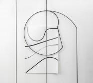 Ornament und Off-Form 11 | 250 x 126 x 30 cm | Tusche auf Papier, Stahl, Magnete | 2018/2019 | Foto: Walter Bayer