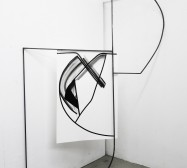 Ornament und Off-Form Konstellation 10| 250 x 160 x 50 cm | Tusche auf Papier, Stahl, Magnete | 2019