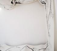 Mutares | Tusche auf Papier, Paperclay | 2000 x 145 cm | Installation | 2020 | Foto: zeegaro