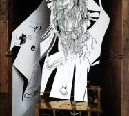 Automat | 28 x 21 x 15 cm | Tusche auf Papier, Cutouts, Holzbox, Uhrwerk | Detail