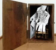 Automat | 28 x 21 x 15 cm | Tusche auf Papier, Cutouts, Holzbox, Uhrwerk