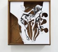 Bohrungen an der Außenwand | Tusche auf Papier, Cutouts, Schublade, Glas, Messing | 49 x 47 x 10 cm