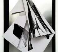 Double Folds 4 | 42 x 30 x 10 cm | Tusche auf gefaltetem Papier, Cutouts, Aluminium, Magnete | 2021